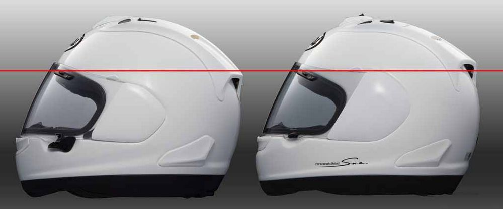 Links de Arai RX-7V en rechts de Arai RX-7 GP